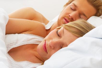 pareja durmiendo