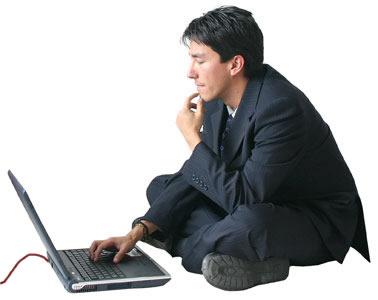 hombre laptop